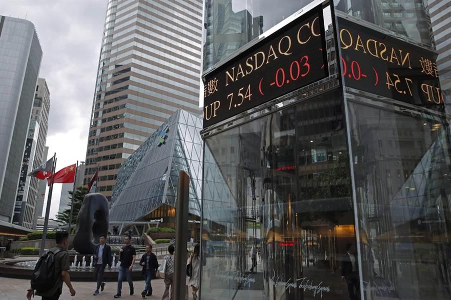 香港的金融地位逐渐动摇,出走的资金最有可能优先停泊新加坡。(美联社)