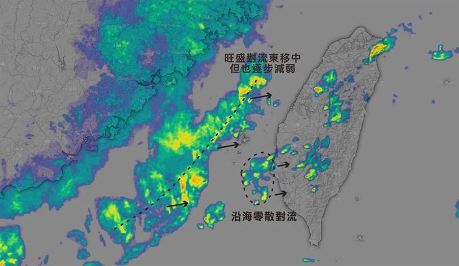 氣象粉專《台灣颱風論壇|天氣特急》稍早指出,又有對流「長出來了」,觀測到雲嘉南沿海,對流持續從海上移入。(摘自台灣颱風論壇)
