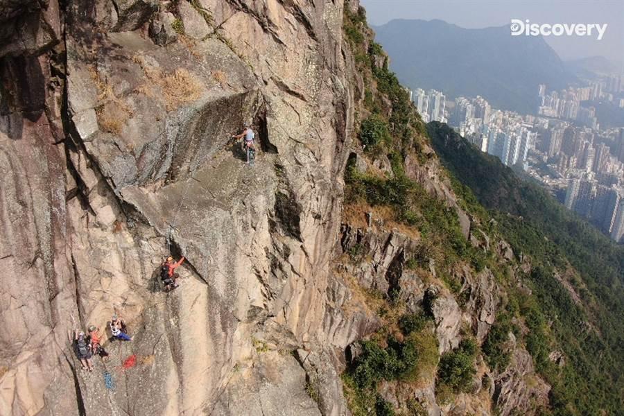 狮子山有五段绳距的高耸垂直岩壁,难如登天。(Discovery提供)