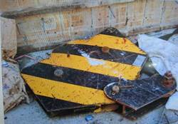 台南工人爆頭命危!慘遭1噸重「天車掛勾」擊中
