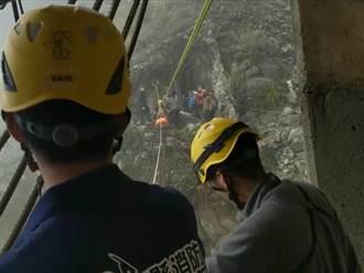 登阿里山眠月線 高雄女跌落2層樓邊坡