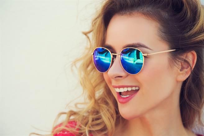 99%的人都選錯!這顏色墨鏡最抗紫外線。(示意圖/達志影像)