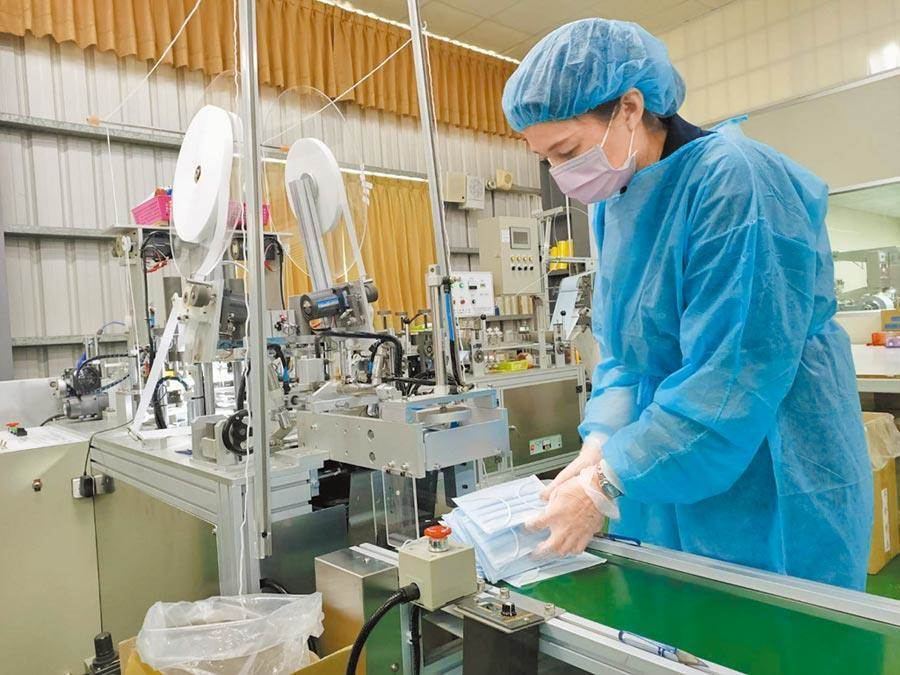 政府口罩外销禁令6月1日解除,将带给口罩厂商更大的获利空间。(资料照)