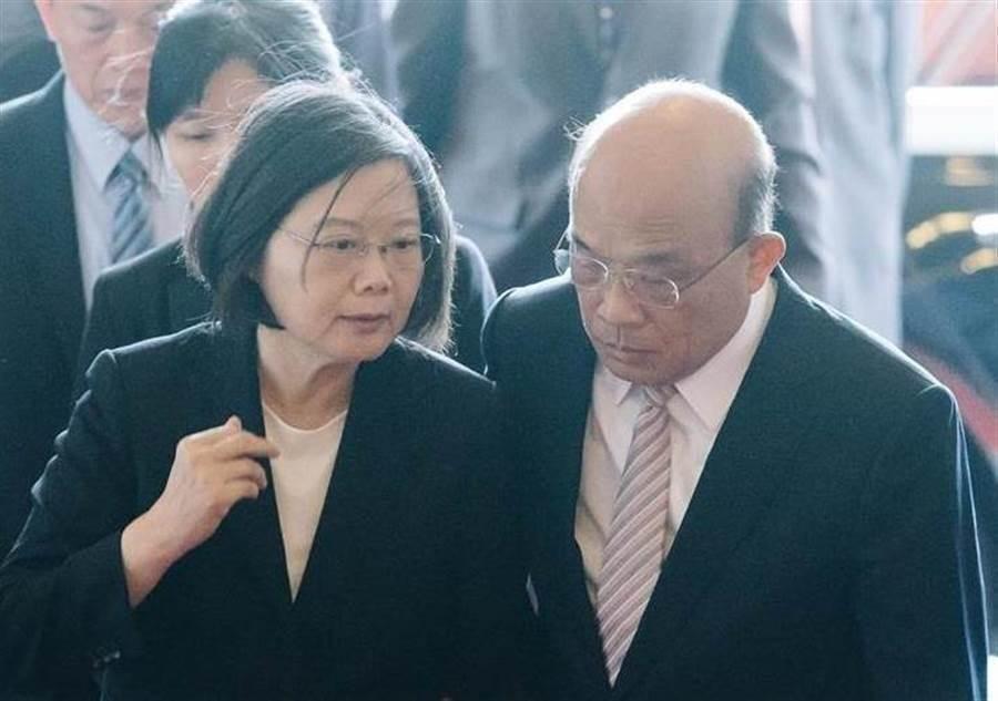 蔡政府最新民调出炉,两人满意度均下降。 图为总统蔡英文、行政院长苏贞昌(右)。 (图/本报资料照片)