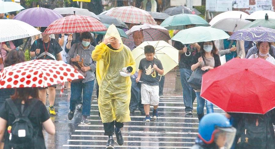 梅雨季何時結束?鄭明典憂:出梅不是好現象。(資料照/劉宗龍攝)