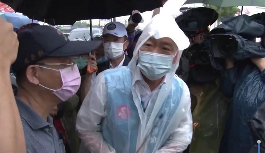高雄市長韓國瑜日前在各地奔波視察災情。(翻攝韓國瑜臉書影片)