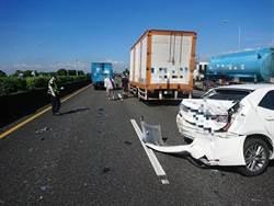 國道一5車追撞 2人送醫救治