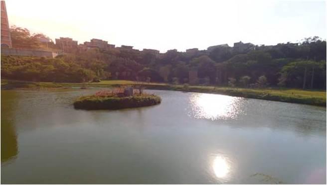 玄奘大學校園美景-澄心湖。(玄奘大學提供)