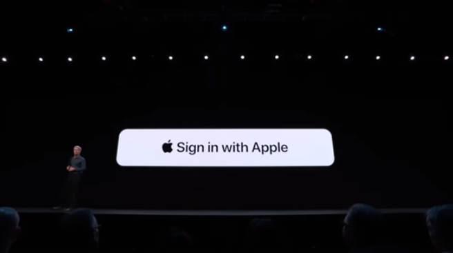 蘋果在 WWDC 2019 主題演講中,發表 Sign in with Apple 的全新功能。這項服務日前被發現一個重大漏洞,所幸已經修復,使用者不需要太過擔心。(摘自 YouTube)