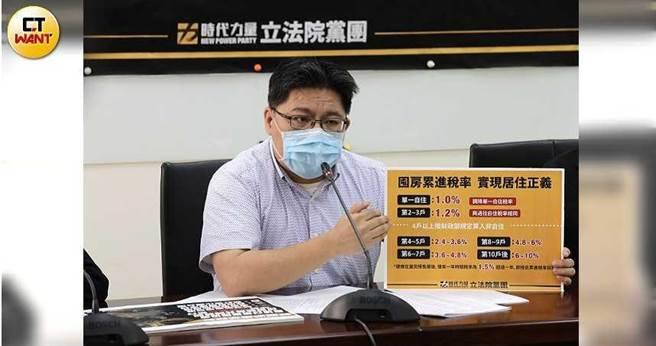 時代力量立委邱顯智表示,請徐國勇公開講清楚2千萬筆個資外洩事件。(圖/記者張文玠攝)