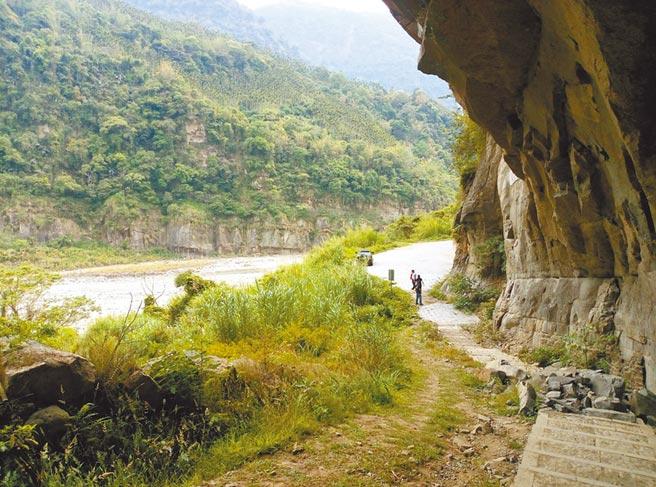 雲林縣古坑鄉草嶺水濂洞是草嶺10景之一,921大地震後曾沒入新草嶺潭中。