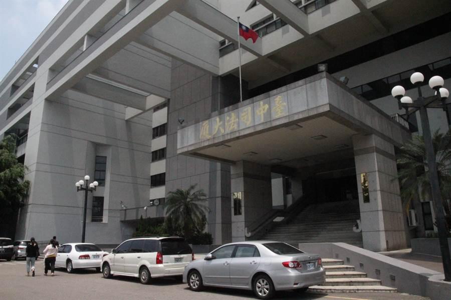 20歲吳男涉嫌與應召站合作媒介性交易,法院一審判吳男徒刑2月。(陳淑芬攝)