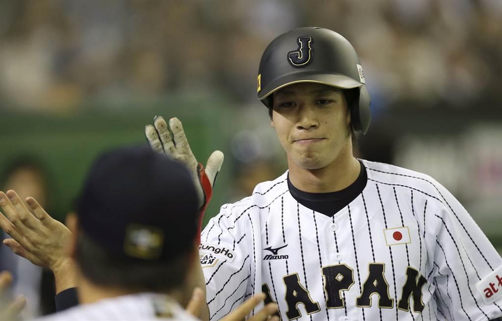 養樂多隊看板球星山田哲人期待第四度完成「三三三」紀錄。(美聯社資料照)