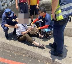 老翁熱暈昏倒橋上 巡邏員警即時救援