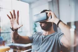 爸玩VR太投入 霸氣飛撲結局糗了
