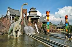 《產業》國旅回溫 遊樂園祭優惠搶回流客