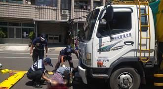 驚悚!8旬老翁騎車遭大貨車撞壓車下 頭部大量出血