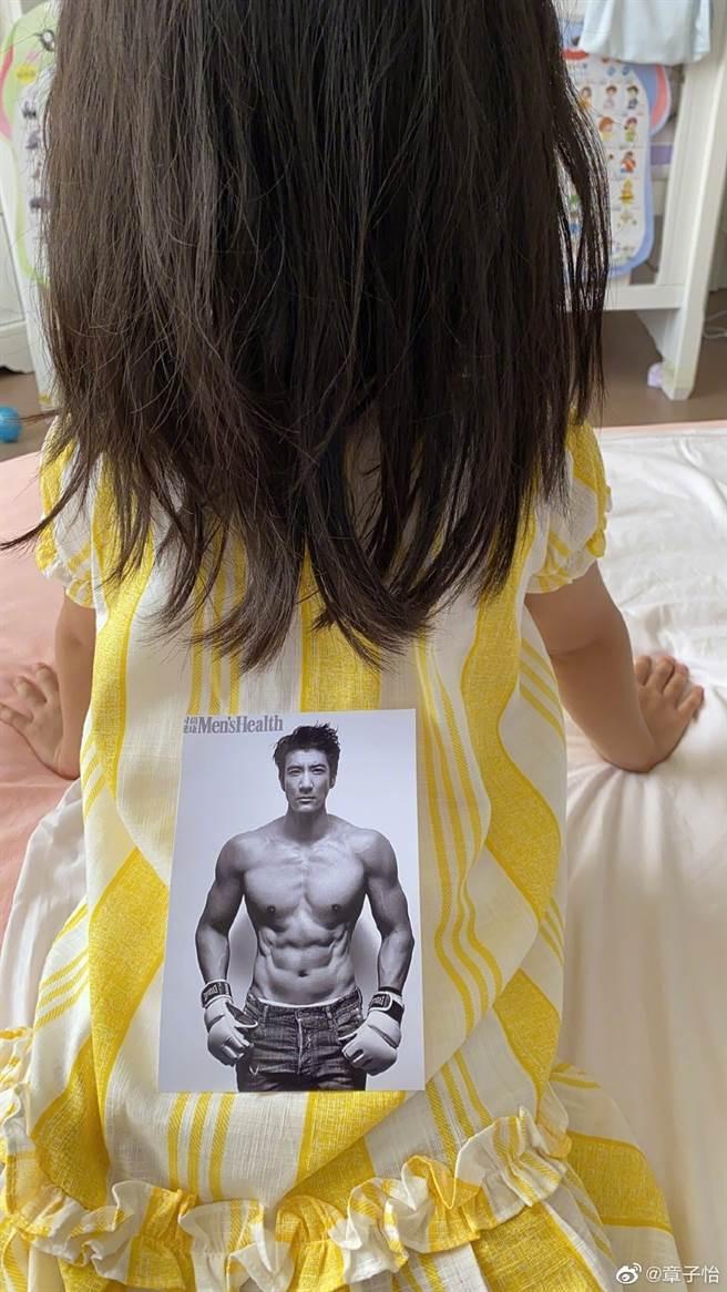 章子怡送女兒王力宏照片。(圖/翻攝自章子怡微博)