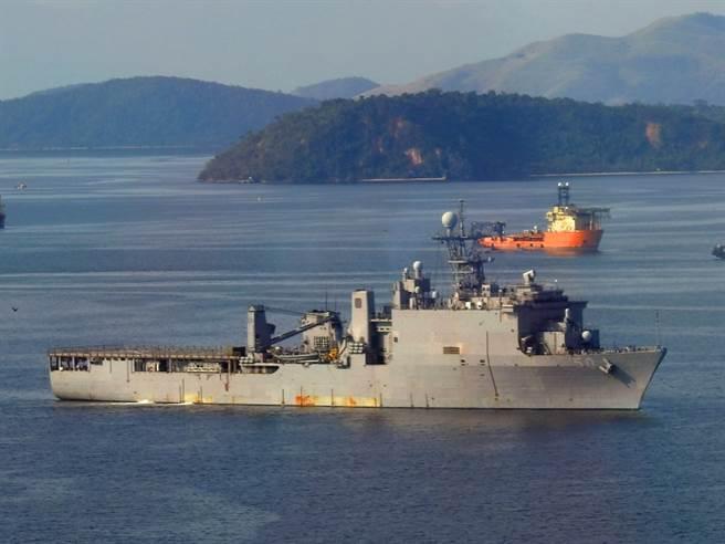 登陸艦卡特霍爾號。(圖/美國海軍)