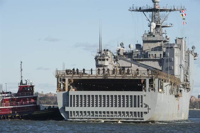 卡特霍爾號後方巨大的進出門。(圖/美國海軍)