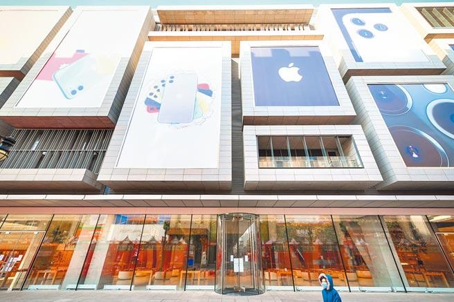 中美國際分工深入各產業鏈,圖為天津蘋果商店。(中新社資料照片)