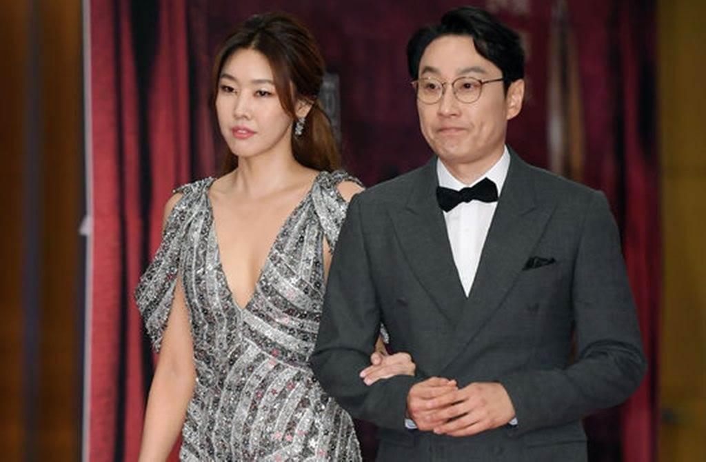 大鐘獎主持人李輝才與韓惠珍。(圖/翻攝自韓網)
