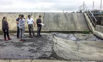 通霄養殖區道路裂損破洞  慢跑民眾嚇壞了