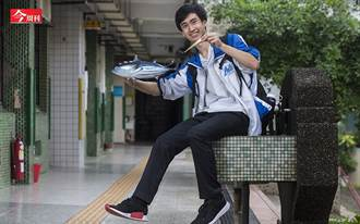 看魚游獲靈感  台灣高中生「用魚發電」征服國際科展