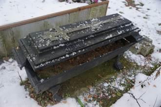 百年前染天花 鐵棺女屍容貌竟沒變!