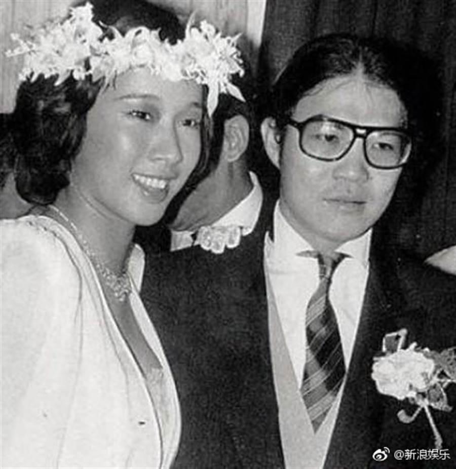 w朱玲玲和霍震霆交往9個月閃婚,27年婚姻還是畫下句點。(圖/翻攝自微博)