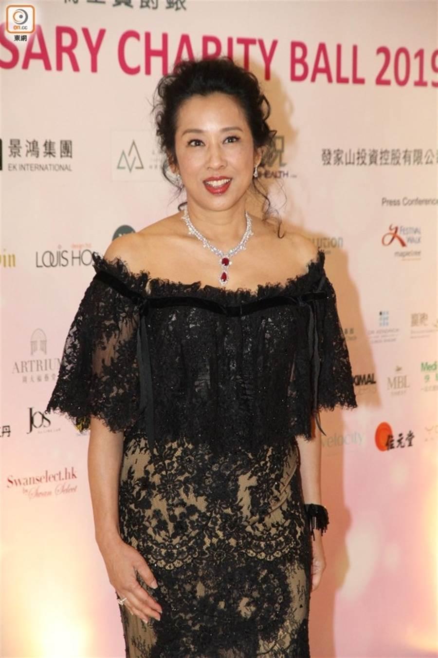朱玲玲被譽為最美港姐,61歲仍保養得宜。(圖/翻攝自東網)
