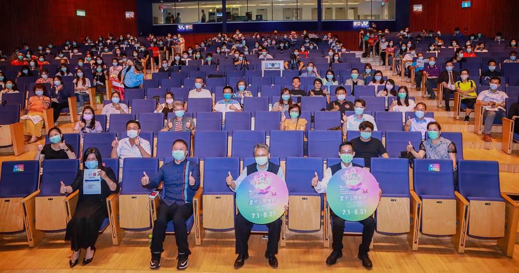 副市長令狐榮達(右二)帶動行銷第2屆台中購物節,呼籲民眾在家動動手指就能進行網路購物。(陳世宗攝)