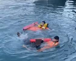 男子意外掉落漁港 海巡隊上演即刻救援