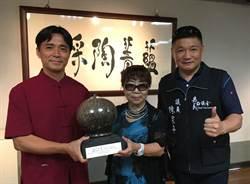 李仁燿嘉義展出小口瓶陶,台灣犬陶藝帶來好福氣