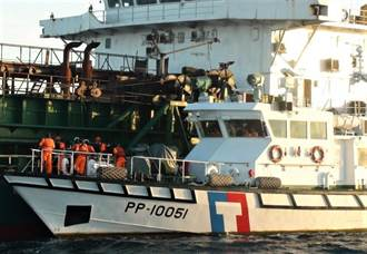 大陸抽砂船違法盜砂 海巡署台灣淺堆海域查扣