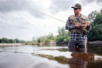 老漁民魚池遭偷釣卻不敢報警 真相曝光網全哭了