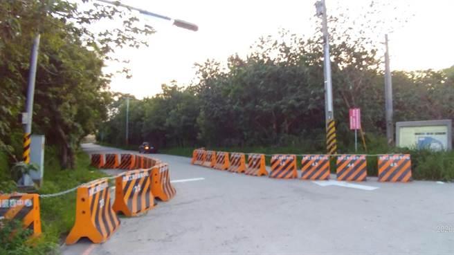 工一路撤路障兩旁立護欄。(賴清美提供/吳敏菁彰化傳真)
