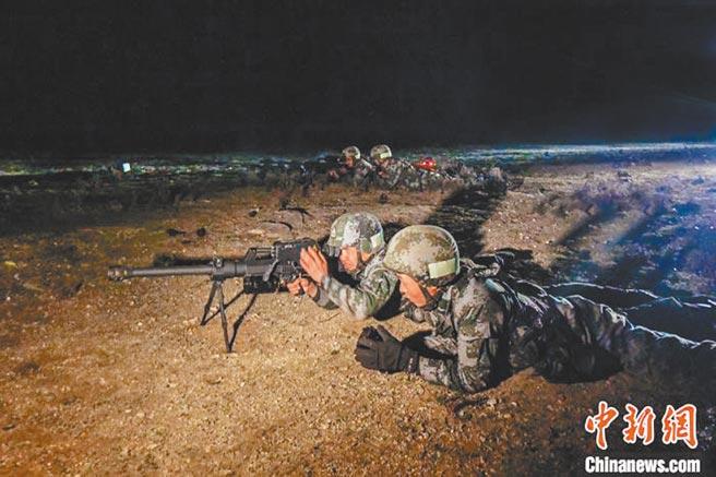 帶有熱像瞄準鏡的QLU-131狙擊榴彈槍。(取自中新網)