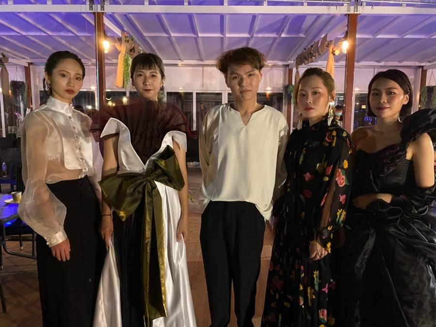 林立智(中)設計了6套不同的服裝來演繹不同層次的夢境。(明道大學提供/吳建輝彰化傳真)