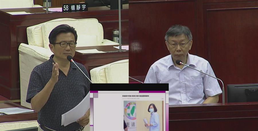 台北市長柯文哲(右)4日赴議會接受市政總質詢。(摘自台北市議會網站)