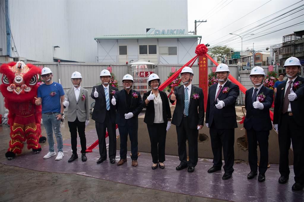和泰興業斥資5億元,將位於彰化市的「起家厝」、中部分公司,改建成地上9層、地下1層的大樓,今天舉辦動土儀式。(吳敏菁攝)