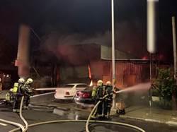 桃園1汽車維修場火警 10輛汽車燒毀