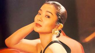 80年代24位火辣泳裝女神!陳美鳳爆乳曬川字肌