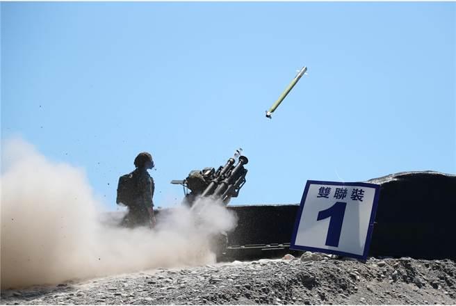 雙聯裝刺針飛彈首次在國人面前公開,是野戰低空防空武器的重要角色。(青年日報提供)