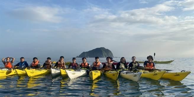 海大體育室主任黃智能指出,獨木舟是一項很親民且受歡迎的水上運動,可以透過不一樣的角度體驗大自然。(海大提供)