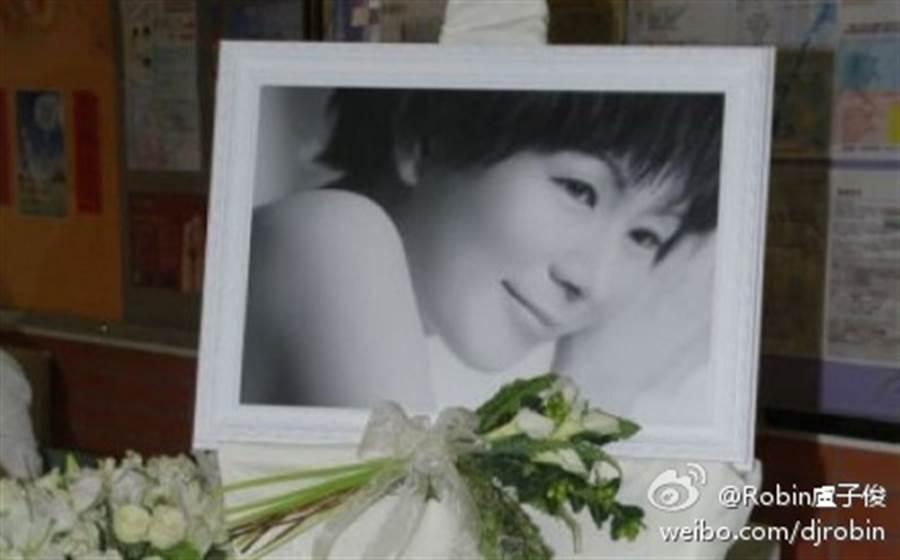 羅慧娟好不容易遇到真命天子劉志敏,卻在結婚2年後罹癌,真的到另一個世界當「羅天使」。(圖/ 摘自微博)