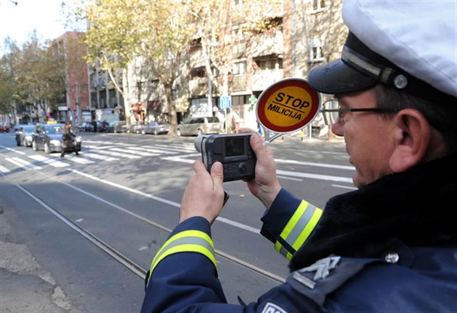 警察與嫌犯拍這種照片 意外惹麻煩下場慘了(示意圖/達志影像)