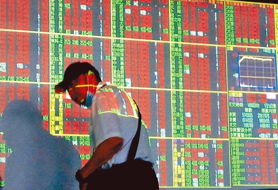 美國經濟出現復甦跡象,台積電帶頭衝,台股盤中最高來到1萬1425點,最後小漲73點、收在1萬1393點。(本報資料照片)