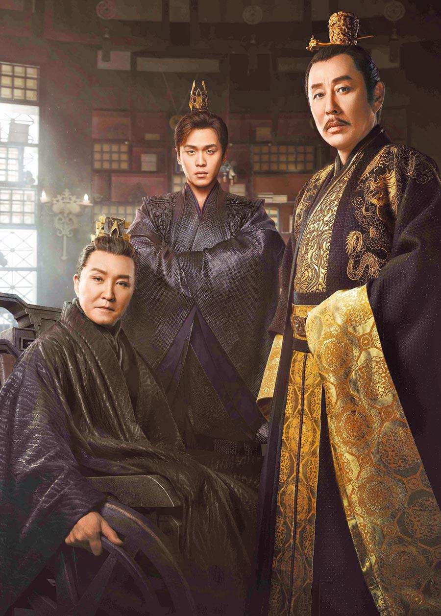 吳剛(左起)、張若昀、陳道明在《慶餘年》同場飆戲。(中天娛樂台提供)