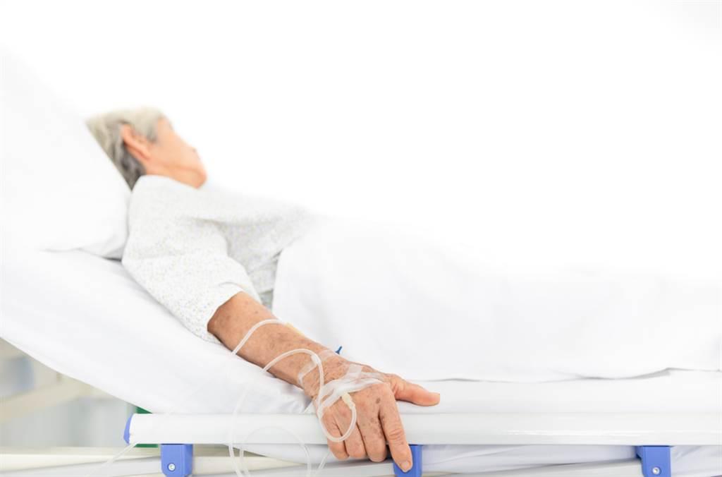 兩手都不能動!醫師曝癮君子恐怖下場。(示意圖/Shutterstock)